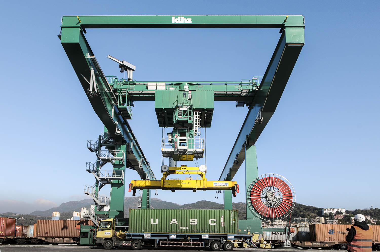 PSA Genova Pra Rail Cranes